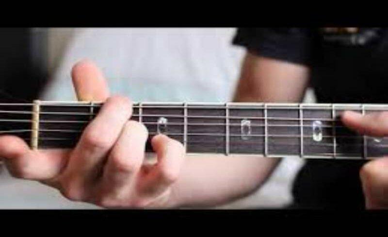 Descubra métodos de aprender tocar guitarra sozinho